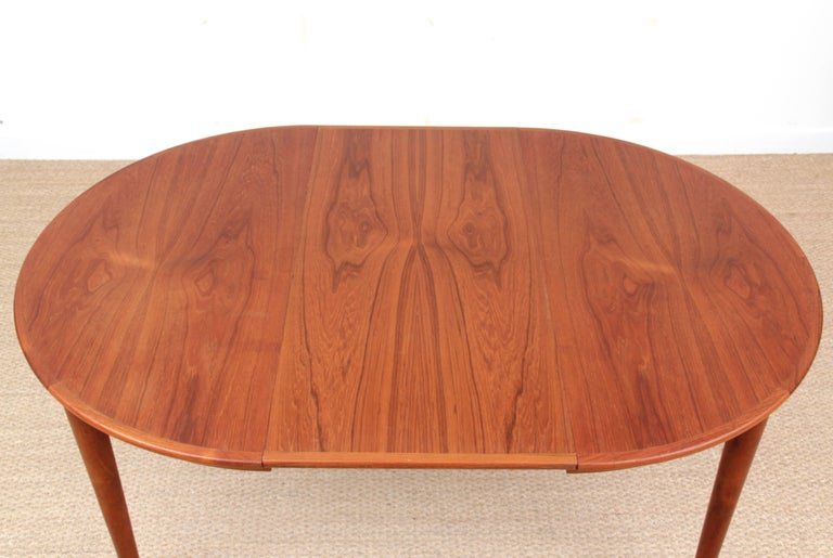 Mid-Century Modern Scandinavian Round Dining Table in Teak For Sale 2