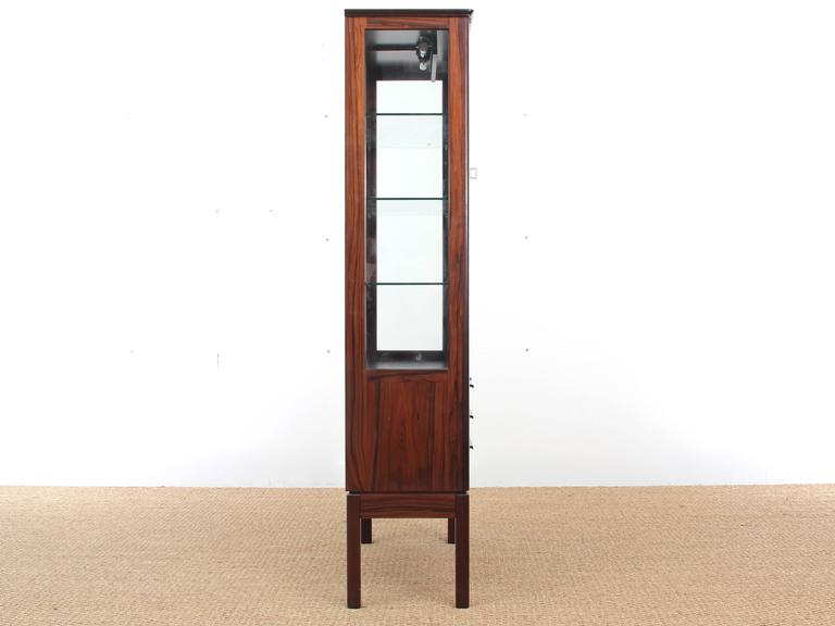 mid century modern danish vitrine in rosewood at 1stdibs. Black Bedroom Furniture Sets. Home Design Ideas
