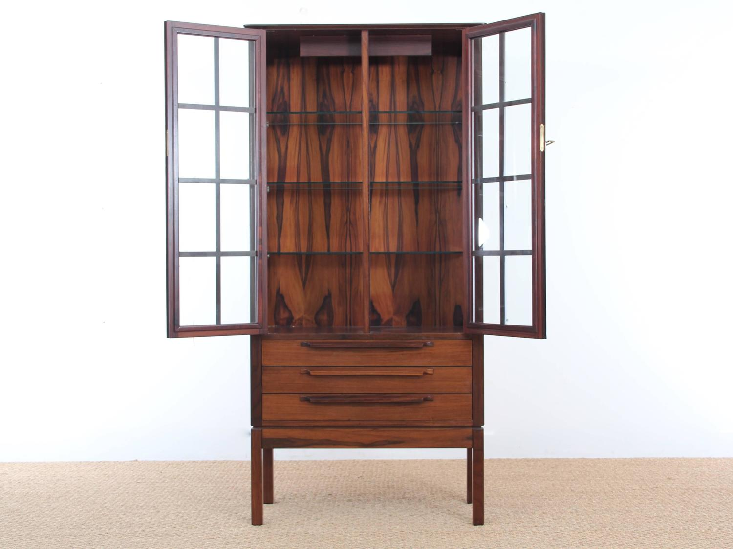 mid century modern danish vitrine in rosewood for sale at. Black Bedroom Furniture Sets. Home Design Ideas