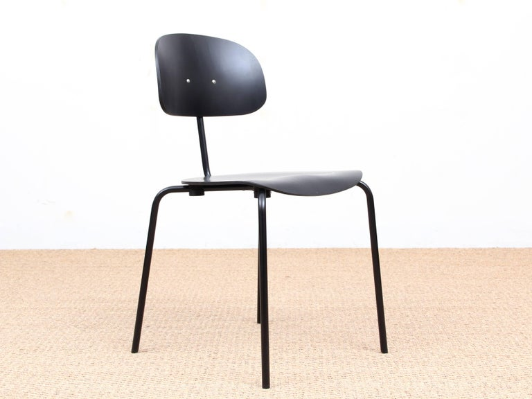 Mid-Century Modern chair model S 118. New release. Frame in black or chrome-plated steel tube, seat and back in natural or stained plywood beech.  Created in 1946 by the German designer Rudolph Kleinfopf, the S 118 is launched in Europe at the