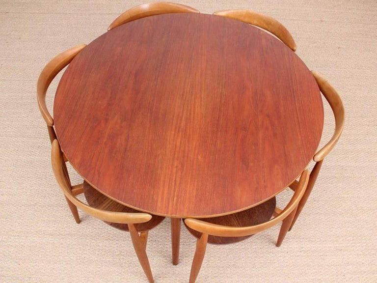 Heart dining set by Hans Wegner, for Fritz Hansen in 1952. Consisting of a tripod table and 6