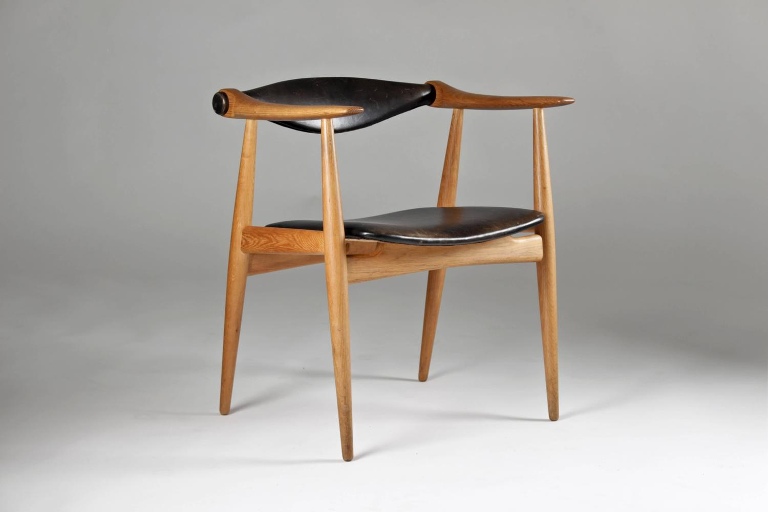 Hans J Wegner Ch 34 Armchair In Oak And Leather At 1stdibs