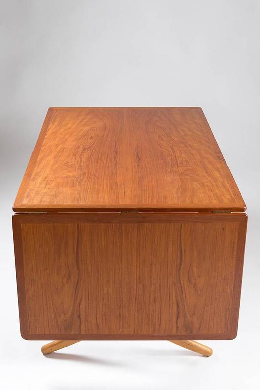 Midcentury Hans Wegner Drop-Leaf Table AT-304 In Excellent Condition For Sale In Karlstad, SE