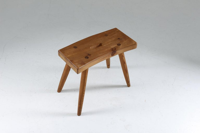 Swedish Stool in Pine, 1940s In Good Condition For Sale In Karlstad, SE