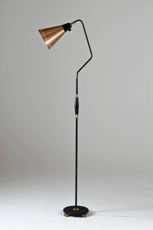 Pair of floor lamps in copper and black lacquered metal at 1stdibs - Deco volwassen kamer man ...