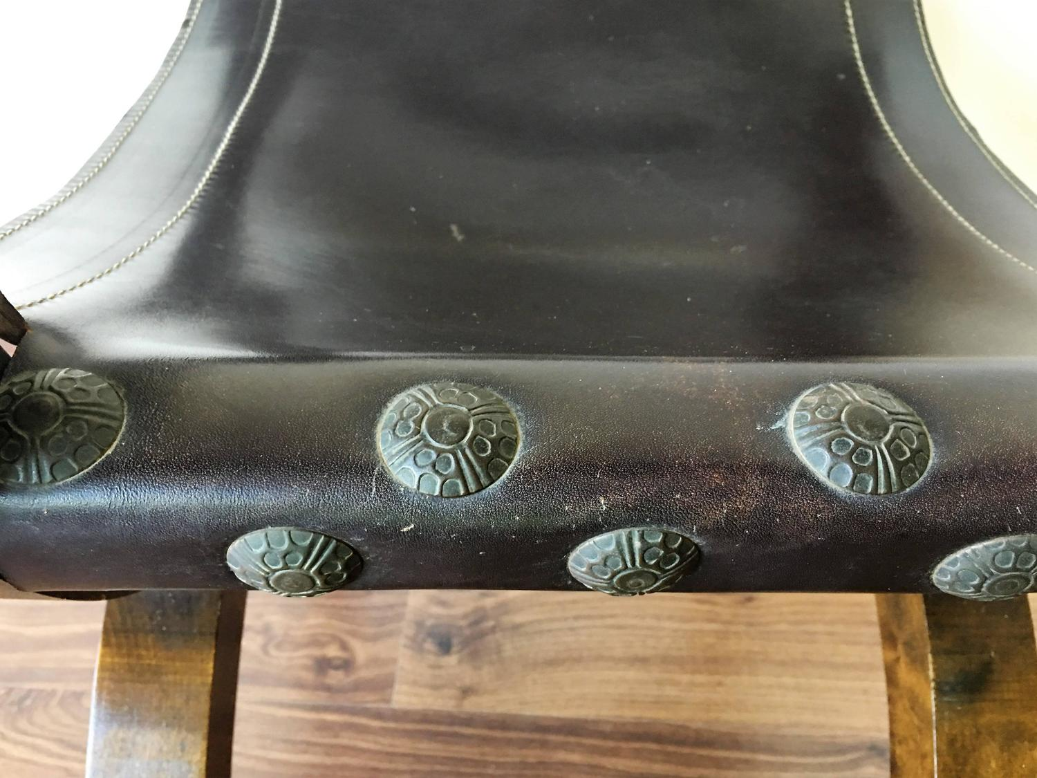 Carved walnut leather savonarola bench settle for sale at