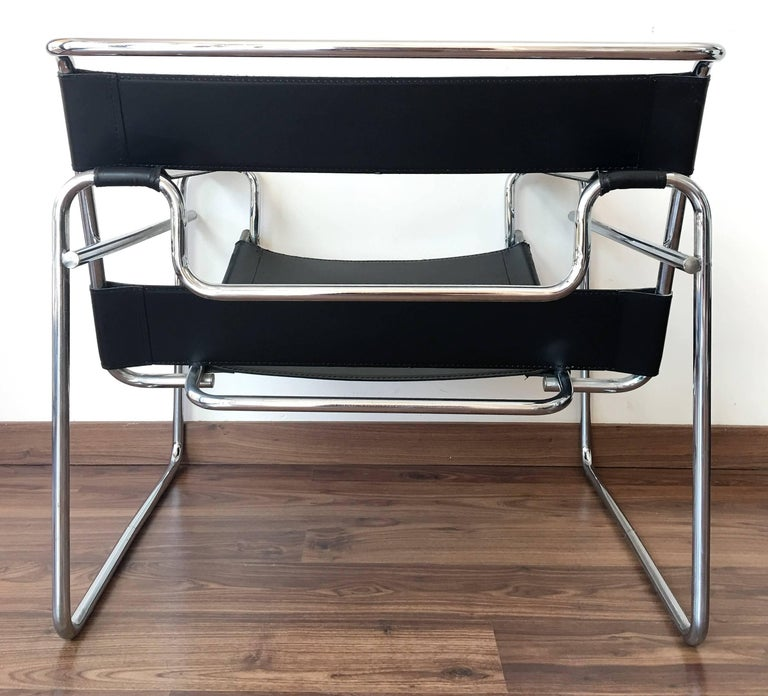 set of four original gavina wassily chairs by marcel breuer in black leather at 1stdibs. Black Bedroom Furniture Sets. Home Design Ideas