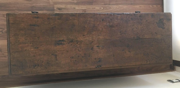 Spanish 18th Century Wood Coffer or Trunk In Excellent Condition For Sale In Miami, FL