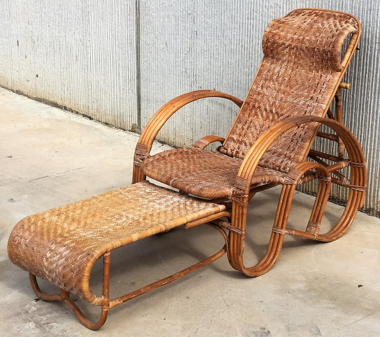 20th Century Adjustable Bentwood and Rattan Chaise Longue with Ottoman In Good Condition For Sale In Miami, FL