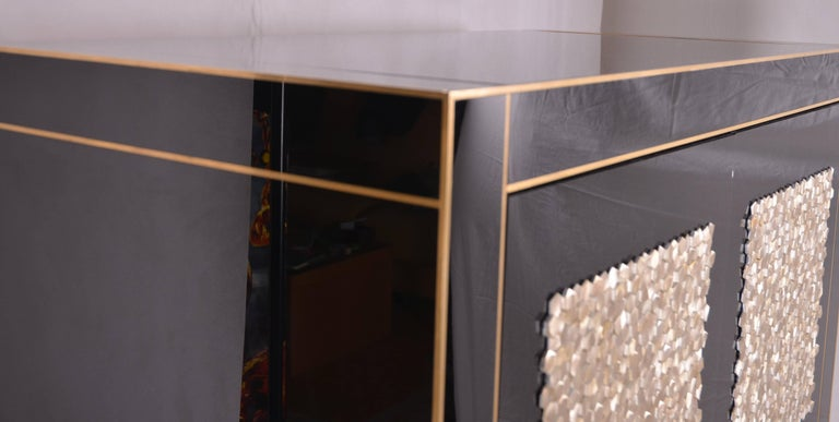 Handmade Mirrored Bar Cabinet on Stand in Murano Glass and Brass Inlay For Sale 1