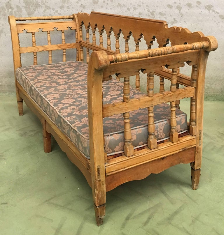 19th Century Large Pine Country Bench or Daybed For Sale 1