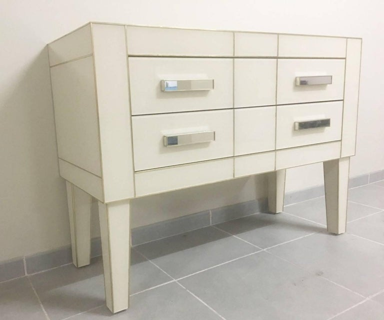 Commode in white cream mirrored glass. Chest of drawers mirrored. Credenza Two drawers with brake, silent closing.  Depth of the drawers: 13.78 in. Width of the drawers: 38.97 in. Height of the drawers: 6.49 in.  Height of the leg: 14.56 in.