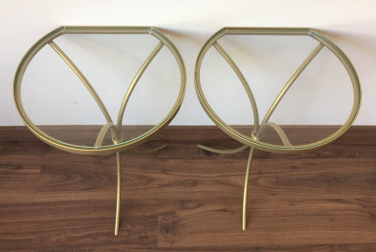 Pair of Italian Midcentury Glass and Brass Tripod Side, End or Nightstands In Excellent Condition In Miami, FL