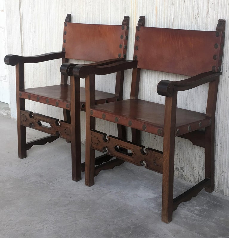 Baroque Pair of 19th Century Spanish Colonial Style Carved Armchairs with Leather For Sale