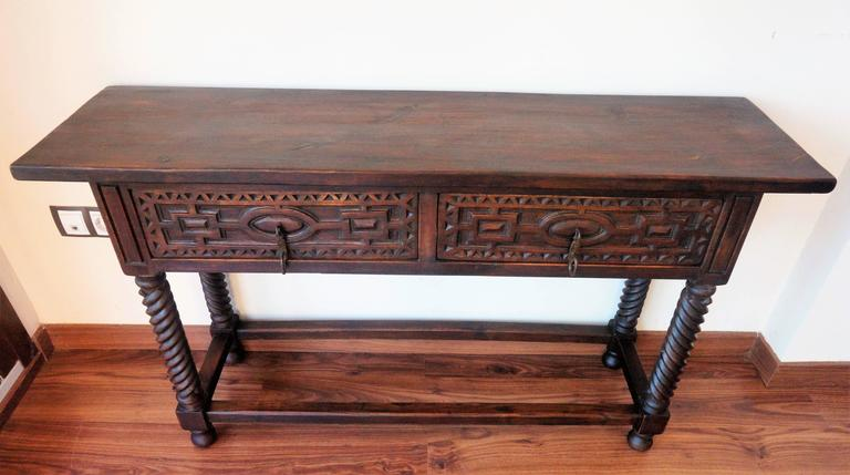Early 19th Century Carved Walnut Wood Spanish Console  : DSC00742l from www.1stdibs.com size 768 x 429 jpeg 39kB