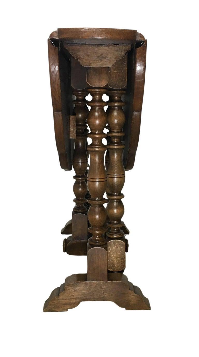 English Oak Gateleg Table with Fleur Form Top, circa 1900 1