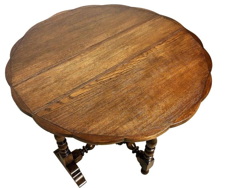 Edwardian English Oak Gateleg Table with Fleur Form Top, circa 1900