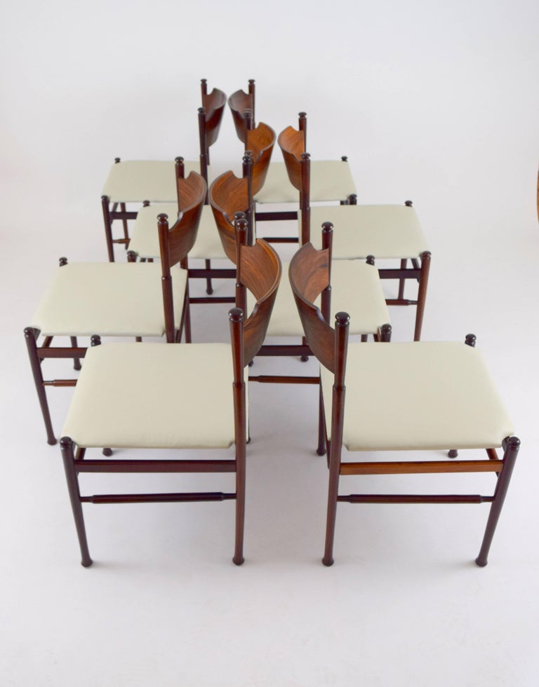 Set of Eight Italian Rosewood and Leather Chairs in the Style of Osvaldo Borsani In Good Condition For Sale In Chicago, IL