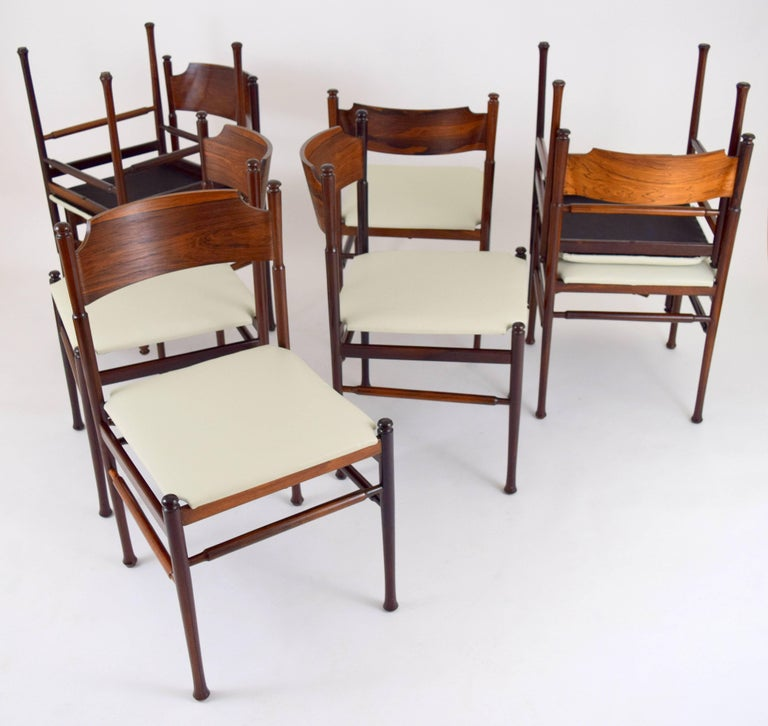 Set of Eight Italian Rosewood and Leather Chairs in the Style of Osvaldo Borsani For Sale 1