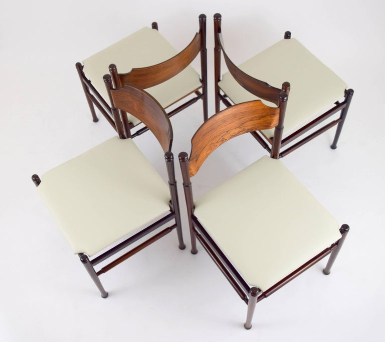 Set of Eight Italian Rosewood and Leather Chairs in the Style of Osvaldo Borsani For Sale 2