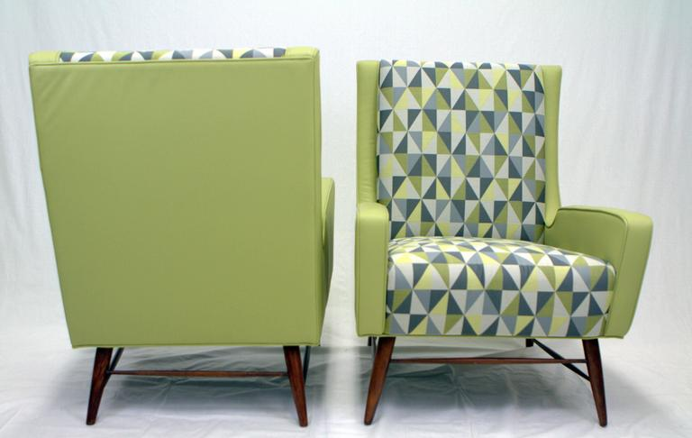 Mid-Century Modern Pair of Italian Lounge Chairs in the Style of Gio Ponti For Sale
