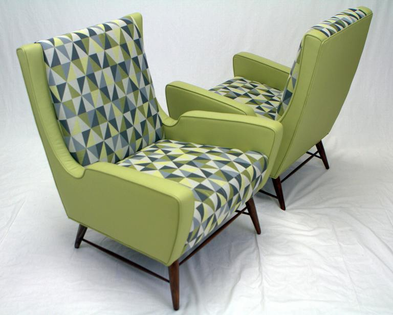 Pair of Italian Lounge Chairs in the Style of Gio Ponti In Excellent Condition For Sale In Chicago, IL