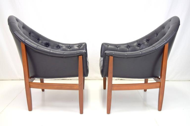 Mid-Century Modern Sexy Pair of Black Leather Tufted Chairs by Milo Baughman For Sale