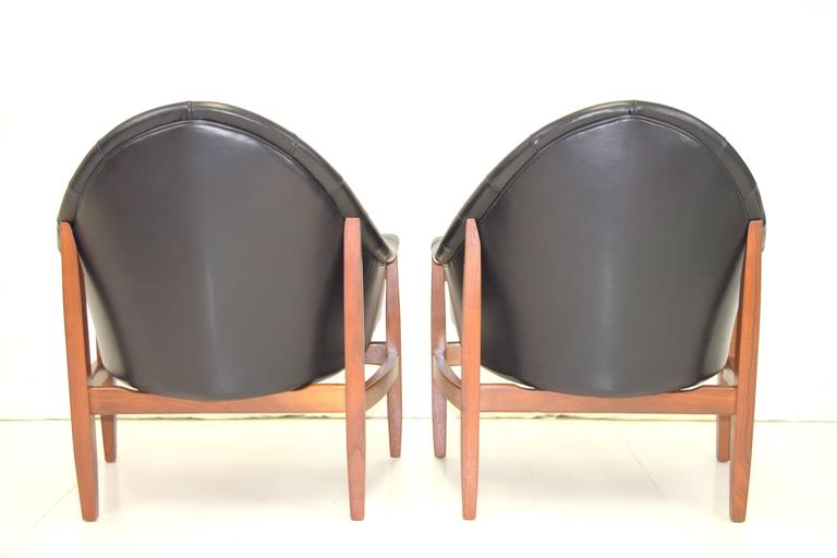 American Sexy Pair of Black Leather Tufted Chairs by Milo Baughman For Sale