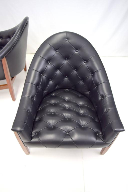 Sexy Pair of Black Leather Tufted Chairs by Milo Baughman In Excellent Condition For Sale In Chicago, IL