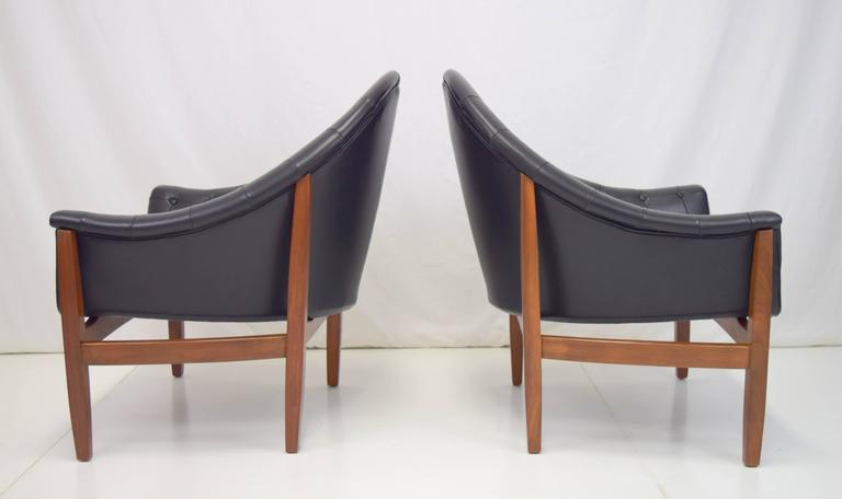 Mid-20th Century Sexy Pair of Black Leather Tufted Chairs by Milo Baughman For Sale