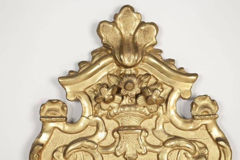 18th Century French Regence Period, Hand-Carved Giltwood Front-Top Mirror For Sale