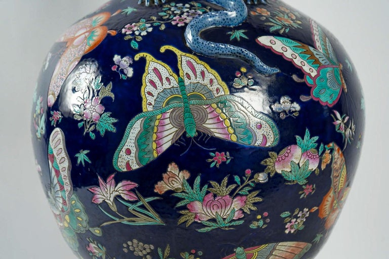 Important Chinese Cobalt Blue Vase with Butterflies and Lizards Decoration For Sale 3
