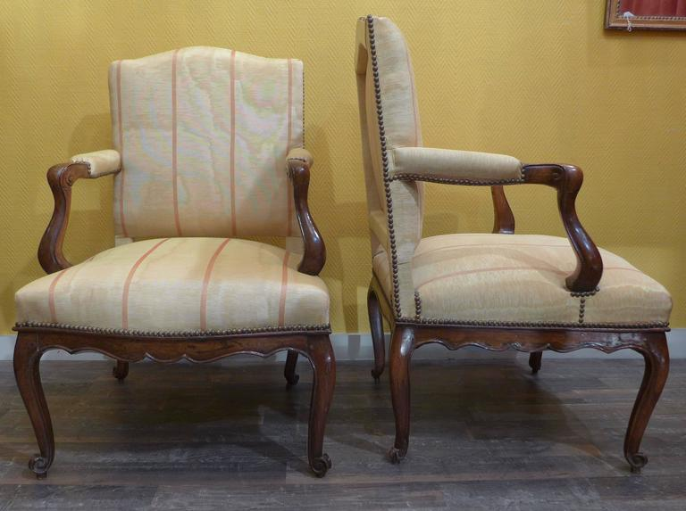 Régence French Pair of Regence Period Armchairs in Walnut, circa 1730 For Sale