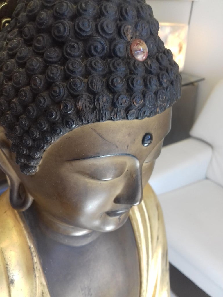 Japanese 18th Century Amida Buddha in Gold Lacquered Wood For Sale