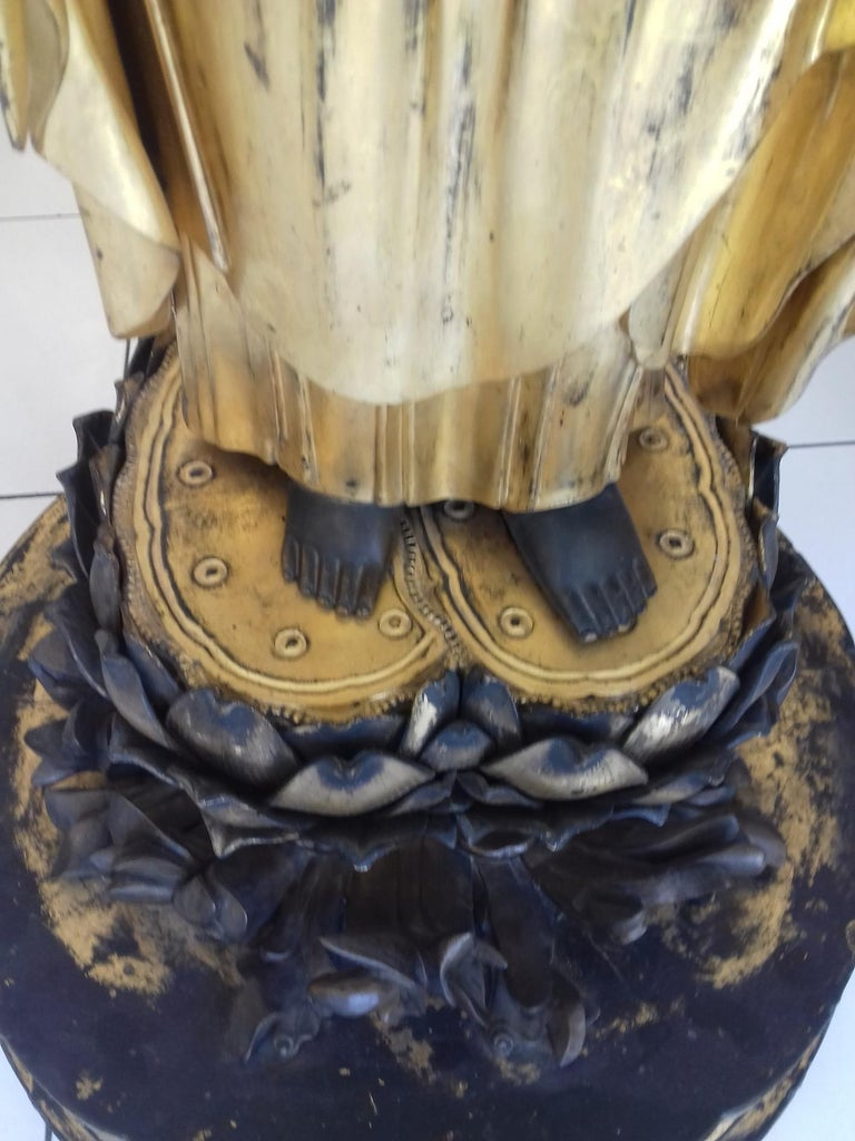18th Century Amida Buddha in Gold Lacquered Wood For Sale 2