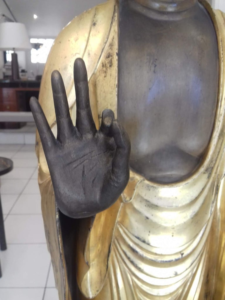 18th Century Amida Buddha in Gold Lacquered Wood For Sale 3