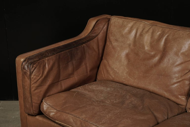 Borge Mogensen Two-Seat Sofa in Brown Leather, Model 2213 In Good Condition For Sale In Nashville, TN