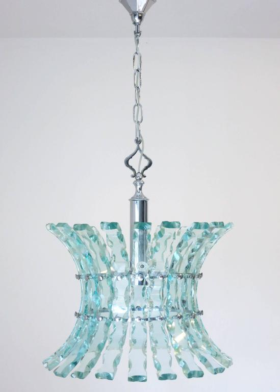 Mid-Century vintage Italian chandelier or pendant in beveled glass, in the style of Fontana Arte / Made in Italy in the 1960's. 5 lights / max 40W each Diameter: 20 inches / Height: 32 inches including chain / Body Height: 24 inches from top of