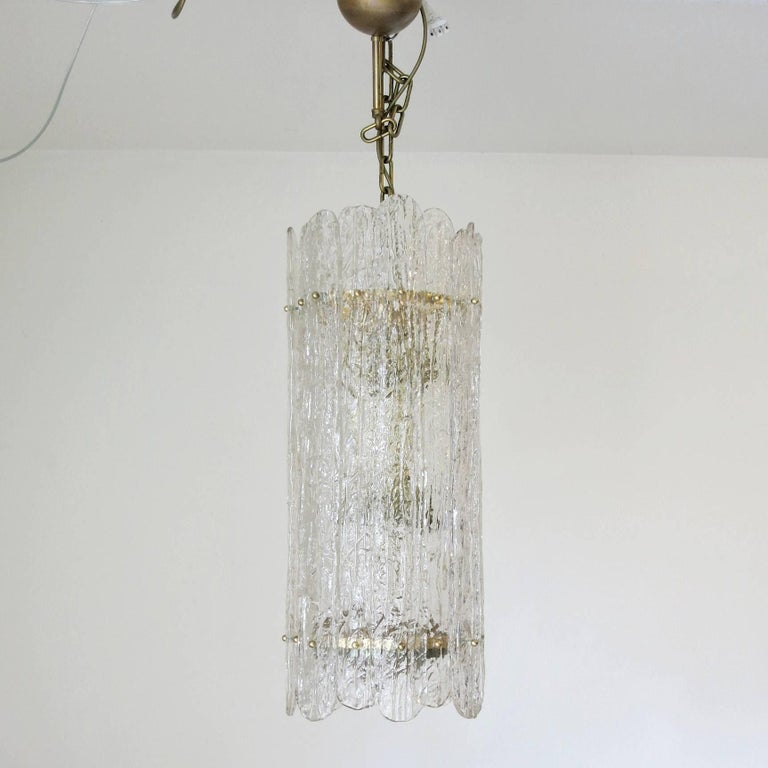 Italian vintage pendant or chandelier with smoky and clear Murano glass planks and brass frame. Made in Italy in the 1960s. Diameter: 11 inches / Height: 31.5 inches + chain 6 light / max 40W each 1 in stock in Palm Springs currently ON SALE for