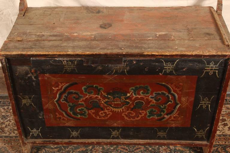Antike Mehrfarbig Dekorierte Truhe Aus Tibet Im Angebot Bei 1stdibs