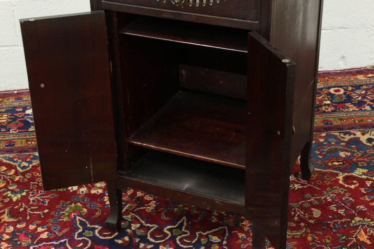 American Craftsman Antique Brunswick Victrola in Mahogany Cabinet For Sale