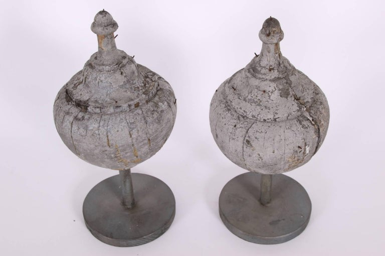 Pair of Antique Carved and Painted Wood Finials In Distressed Condition For Sale In Bridgeport, CT