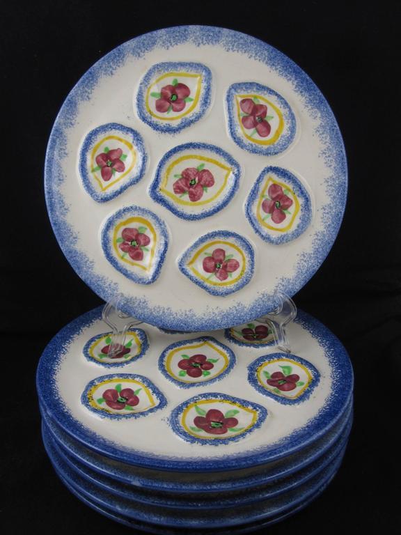 Glazed Midcentury Provencal Saint-Pol-de-Léon French Floral 7 Piece Oyster Service For Sale