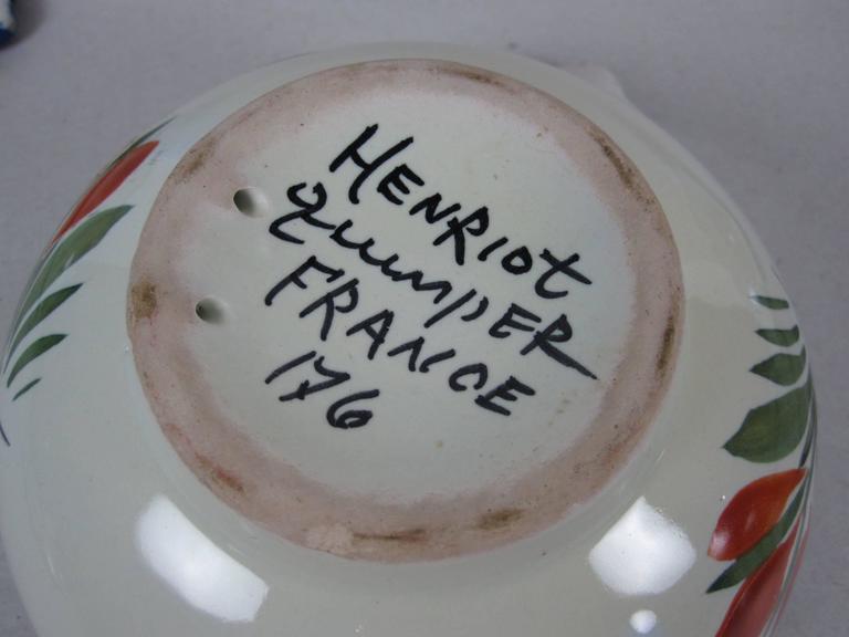 French Faïence Henriot Quimper Two-Handled Onion Soup Lug Bowls & Lids, S/4 For Sale 1