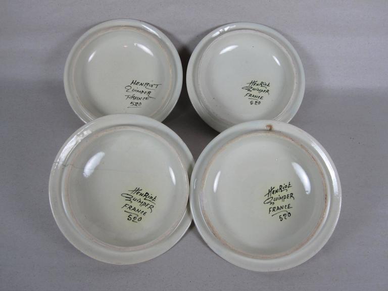French Faïence Henriot Quimper Two-Handled Onion Soup Lug Bowls & Lids, S/4 For Sale 2