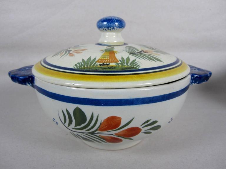 Glazed  French Faïence Henriot Quimper Two-Handled Onion Soup Lug Bowls & Lids, S/4 For Sale