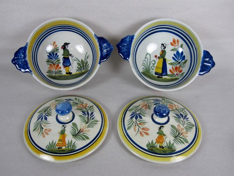 20th Century  French Faïence Henriot Quimper Two-Handled Onion Soup Lug Bowls & Lids, S/4 For Sale