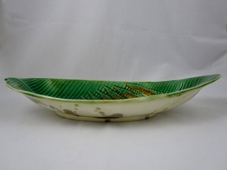 Aesthetic Movement 19th Century Wedgwood English Majolica Fern on Palm Leaf Shaped Trays For Sale