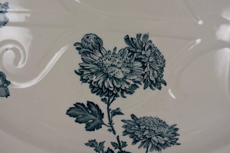 Wedgwood Aesthetic Movement Staffordshire Well and Tree Platter, 'Chrysanthemum' In Good Condition In Philadelphia, PA