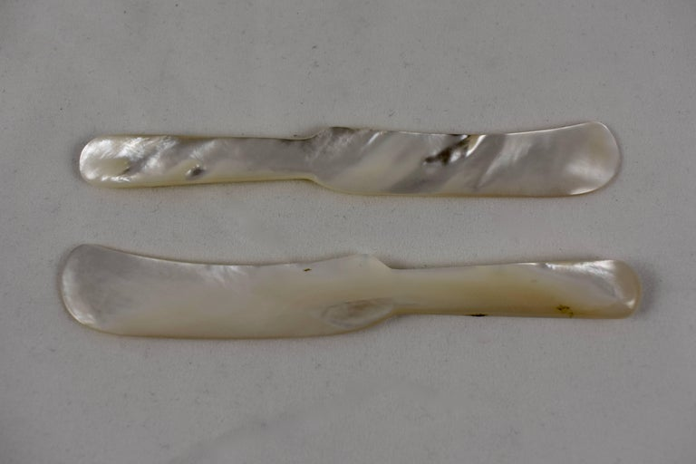 Art Deco 1920s Handcrafted Mother-of-Pearl Caviar Spreader For Sale